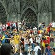 大聖堂前に集結するスェーデンサポーター